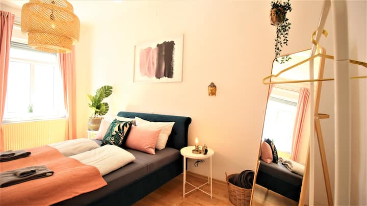 ★ Botanical velvet apartment ★ with sunny balcony