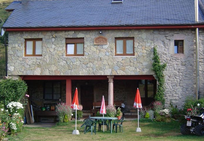 Casa Rural La Solana de Babia. - Babia  Torrestío de Babia - Konukevi