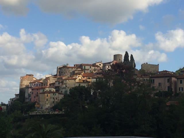 Ameglia (SP), borgo medievale a 2km dal mare - Ameglia - Apartment
