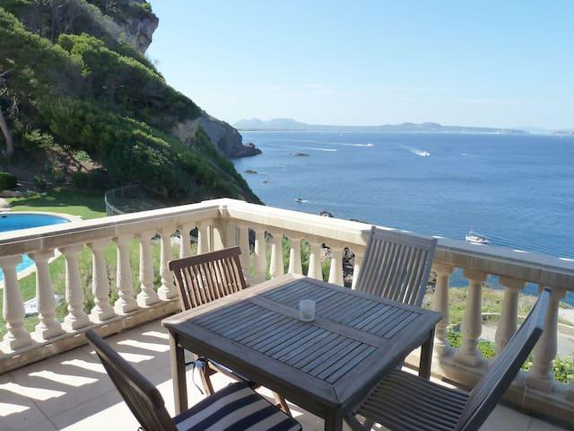 Well presented apartment in a very tranquil location with beautiful sea views. Situated in - Begur - Byt
