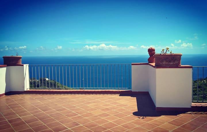 Attico con terrazza panoramica a Ischia.