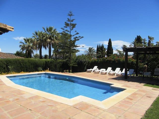 Villa con piscina en Sotogrande - San Roque - Casa