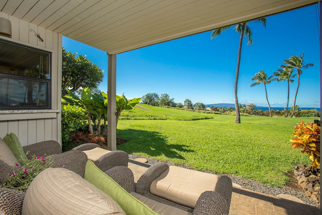 Lots of comfortable seating to enjoy the outdoor lanai
