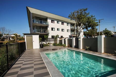 Redcliffe Holiday apartment with pool - Margate - Departamento