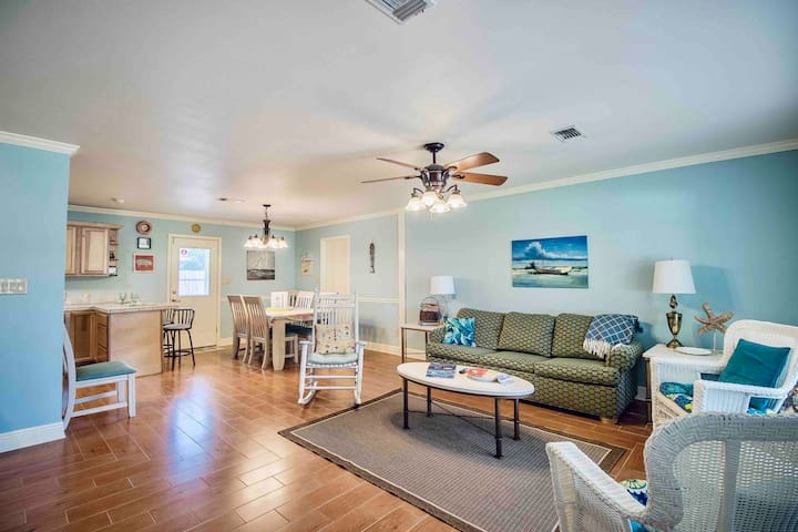 Costal House,CLEAN, family friendly, Quiet, relax!