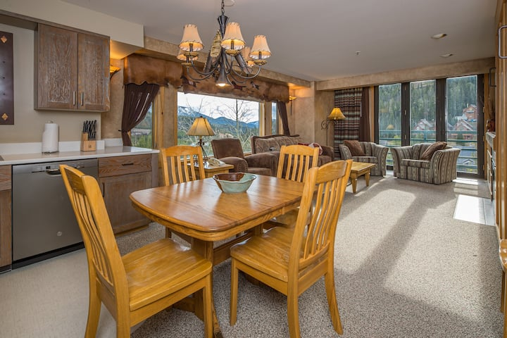 NEW LISTING - 100% Refund up to 2 days prior to arrival - Shoshone Ski-in/Out