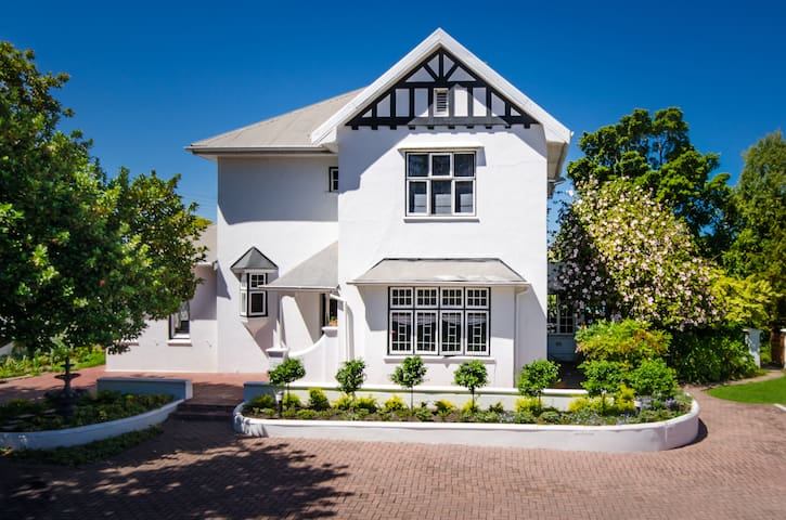 Whispering Oaks Guest House - Twin Room 6