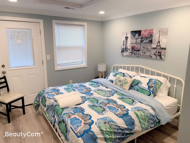 (4) king size bed , big deck next JHH FELLS point