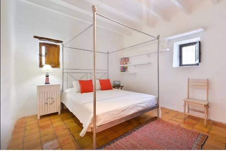 Room in Traditional Ibizan Finca with Jacuzzi - CB