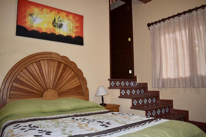 Cómoda habitación para 2 dentro de hotel