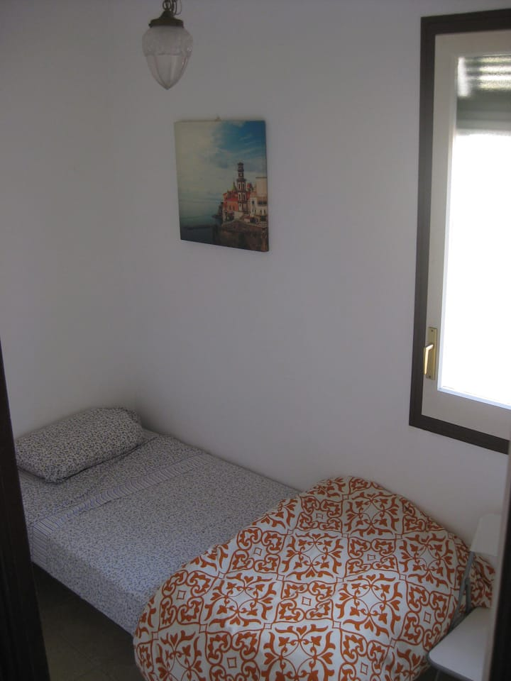 Cozy single room in the city center close Montjuic