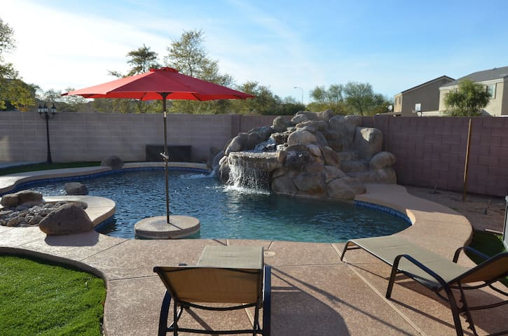 Large 5Bd entire home with pool! Sleeps 16+ - Tolleson - Casa