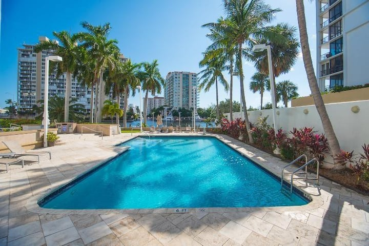 Central-Waterview Condo -Walk to Beach- Free WIFI
