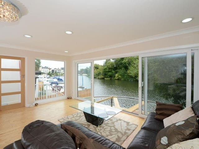 Stunning riverside bungalow rent