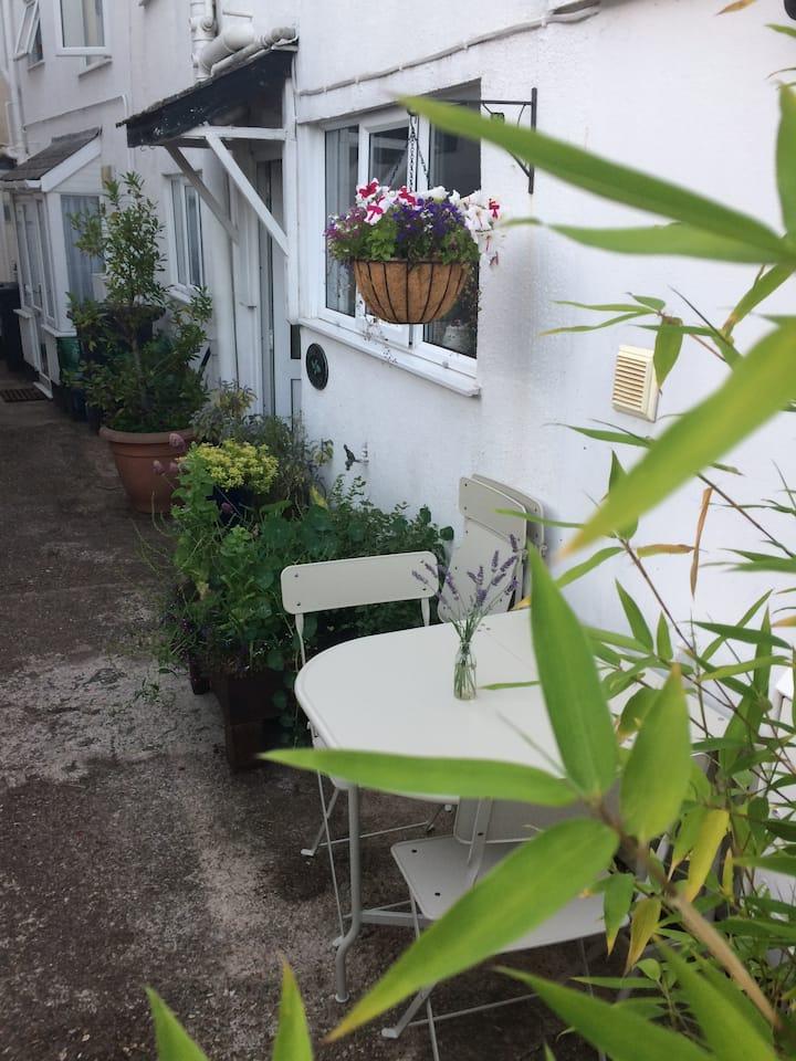 Devon town centre cottage with garden