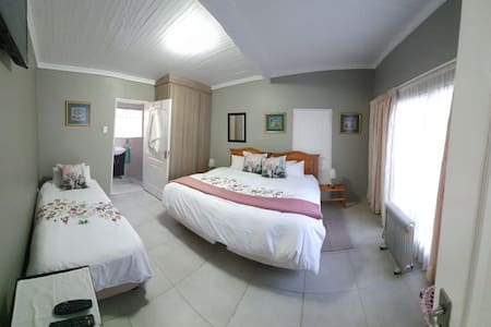 Bessiebos Guesthouse & Airbnb