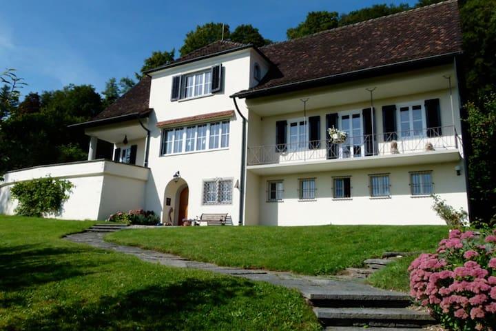 Charmantes Zimmer (Nr. 2)  in Villa - Neuhausen am Rheinfall - Haus