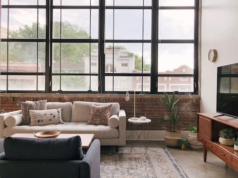 Sunny Loft w/ View of Gay St