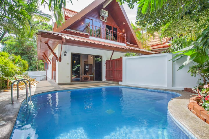 Classic Thai Pool Villa, 4 bedrooms, 500m to Beach