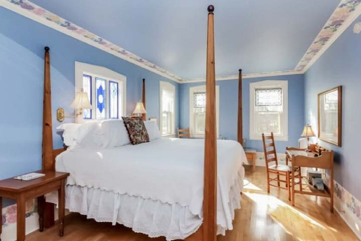 The Avery Beach Hotel Suite - Yelton Manor Bed & Breakfast
