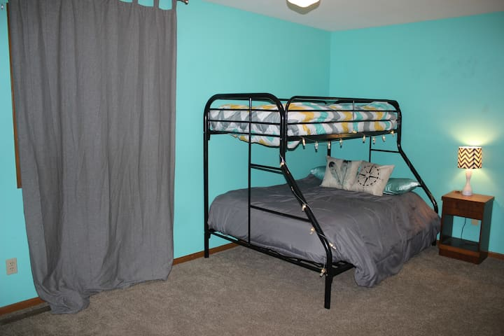 Small town vibes & a spacious room in Cortland, IL