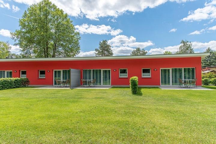 Bungis - Ferienhäuser am Grimnitzsee (Joachimstal), Haus 19 Seeseite 40 qm, Wohn-/Esszi. mit Pantryküche, 2 Schlafzi., DU/WC, Terrasse