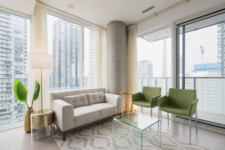 Stylish 2BR Corner Suite with Gorgeous City View