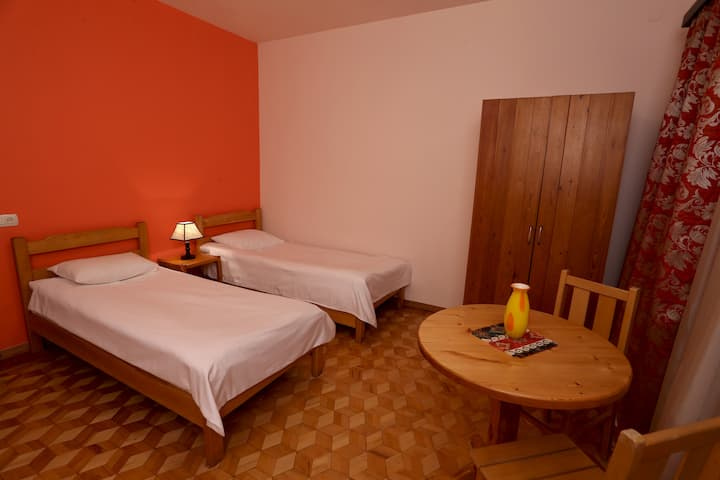 Red Room (Daravand Guest House)