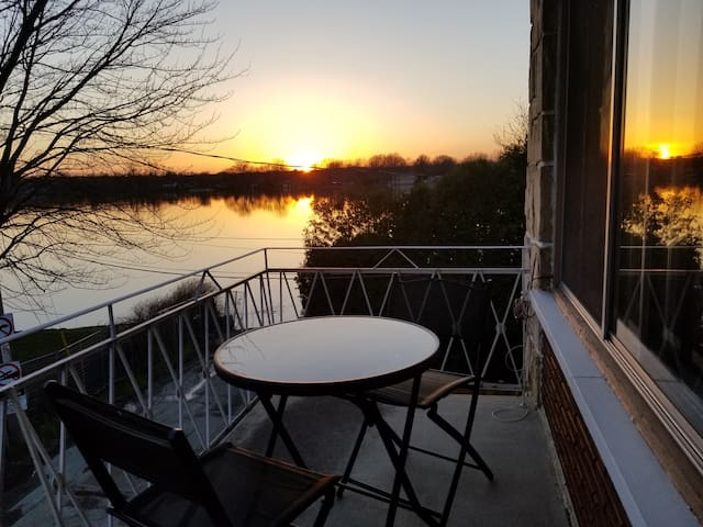 By the river, sunny & spacious, 3 bedrooms