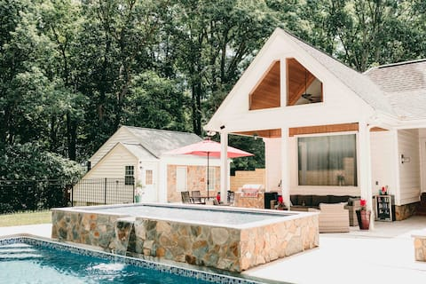Oasis of Martinsville | Pool | Private Guest House