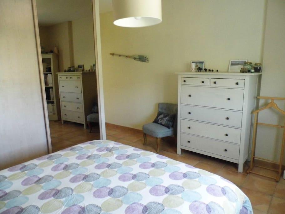 la chambre avec lit 160