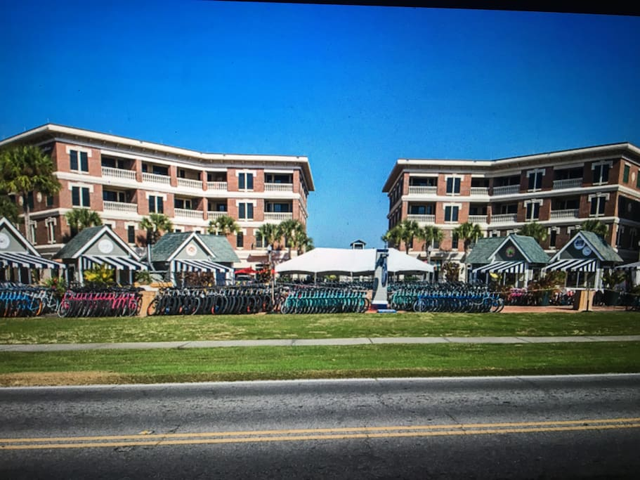 Chill' Inn. A Perfect resort location on ideal 30-A.  Walk to the beach.  Restaurants, bike rental, live music and Ice cream/candy store.