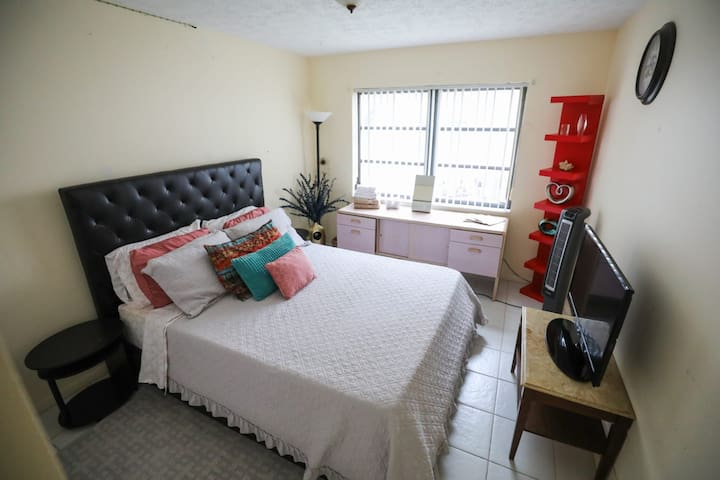 Private bedroom at Tobi's  home.