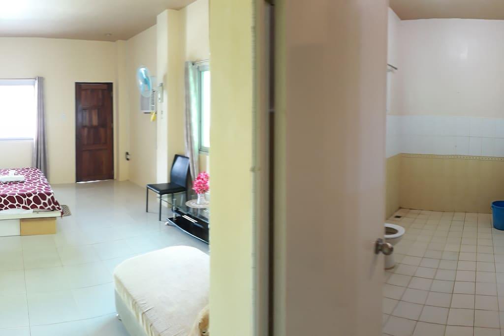 Deluxe Room (503)