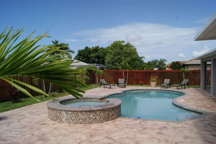 Cape Coral family house with a private pool