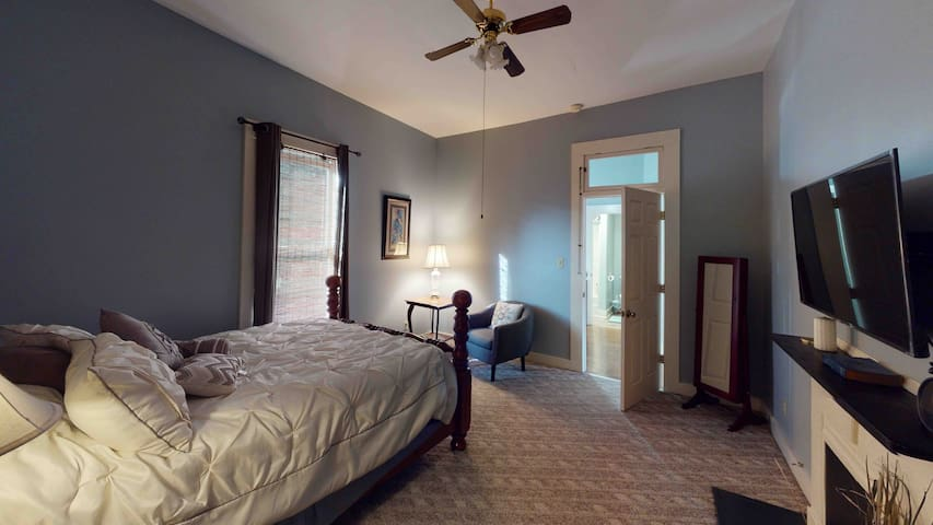Large room with Queen Size bed