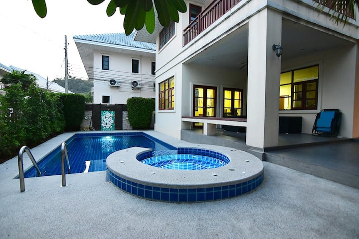 House 16 With Swimming Pool