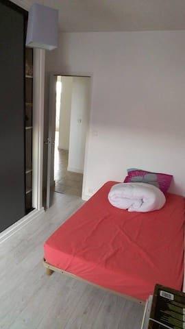 Chambre dans un appartement en pleins centre - La Roche-sur-Yon - Apartament