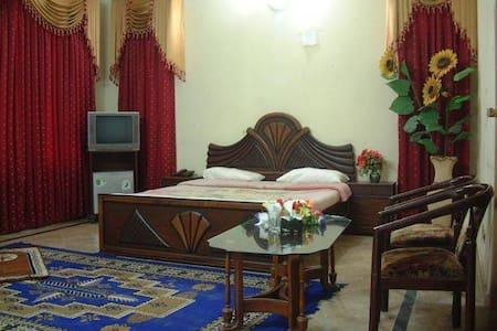 Bukhari's Hutt