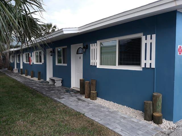 Sundaze Suites,Coastal Studio, 1 block to beach
