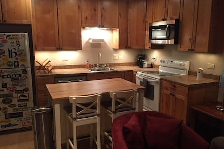 Quiet condo with Free in-unit Laundry! Park Free