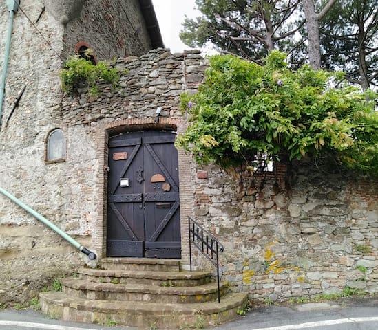 Casa con vista nel castello a Celle Ligure