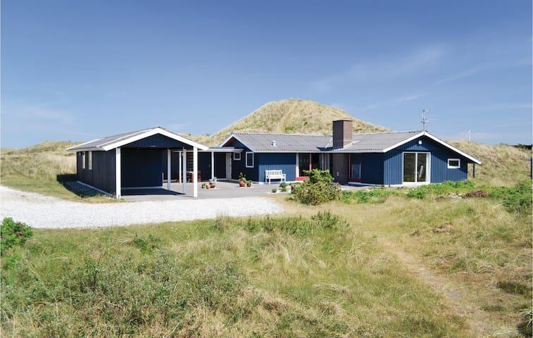 Holiday cottage with 2 bedrooms on 140m² in Hvide Sande
