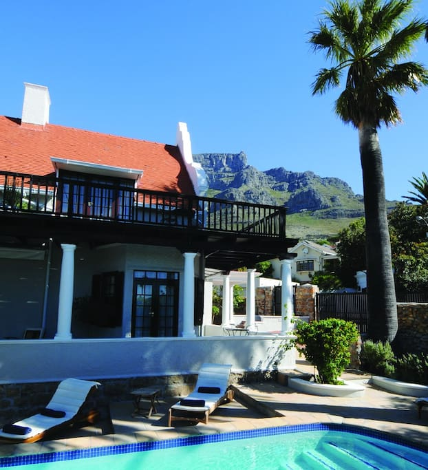 The house is located on the slopes of Table Mountain overlooking the city and the whole Table Bay.