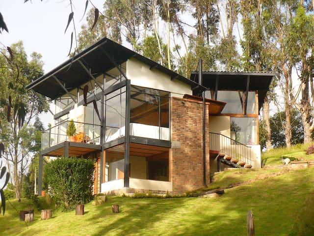 Casa con vista al Embalse de Tomine - Hus