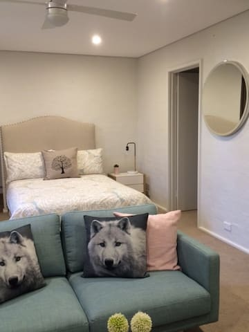 Boutique Studio with lovely outlook - Torrens