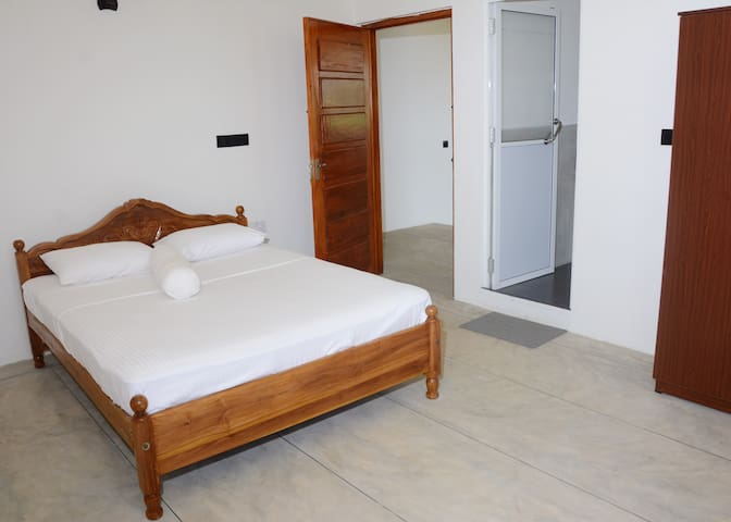 TOBIKO HOTEL - ROOM 4 - Trincomalee