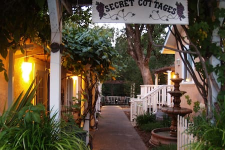 Glen Ellen Inn - Grill, Bar, and Secret Cottages - Other