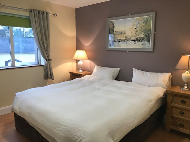 Double bedroom ensuite overlooking the river Shannon in the heart of Carrick on Shannon .