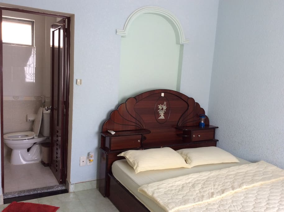 ROOM 4O1 - Room with side window and private bathroom (Normal Double room) / also next to Roof terrace